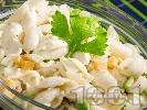 Рецепта Салата от макарони с чедър, целина и ябълки и дресинг от майонеза, кисело мляко и чили
